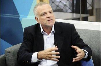 Daniel Acuña vuelve a presentarse en las elecciones violetas