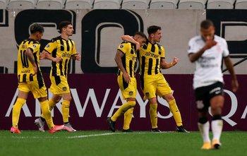 El 2-0, Piquerez abraza a Terans