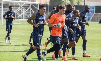 Maxi Pereira e Iker Casillas en un entrenamiento de Porto en julio de 2017