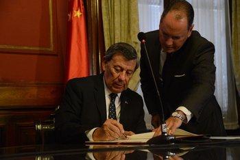 El excanciller fue partícipe del primer avance para negociar un acuerdo comercial con el país asiático