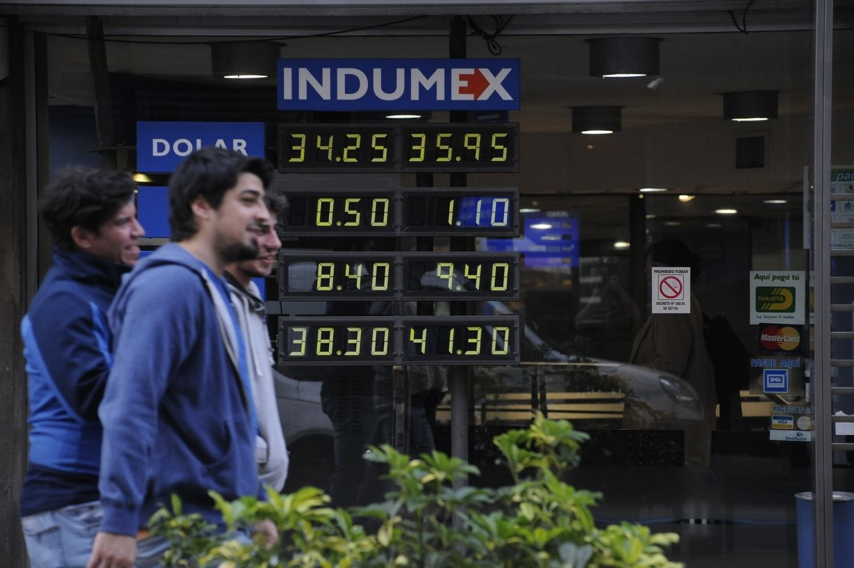 Peso cae debido a nerviosismo por tensiones comerciales China-EU