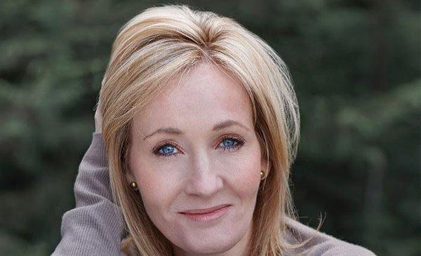 Nuevamente etiquetan a J.K. Rowling de transfóbica por su último libro