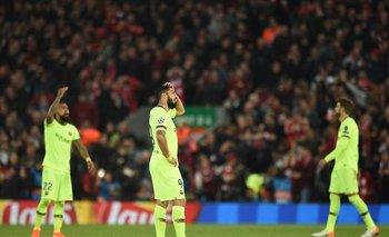 Suárez sufre la eliminación de Barcelona en Anfield