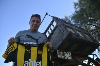 Cristian Rodríguez y la camiseta de Peñarol; todo un símbolo
