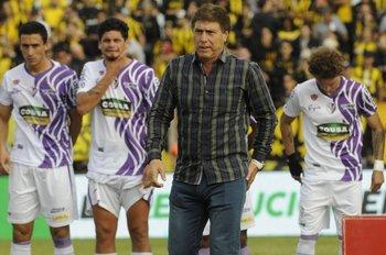 Carrasco, lleva 22 partidos dirigidos ante Peñarol
