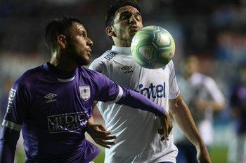 Gómez y zunino van por la pelota
