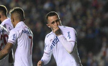 Rodrigo Amaral celebra su gol ante Defensor