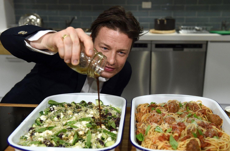 A Jamie Oliver se le atraganta su propia cadena de restaurantes