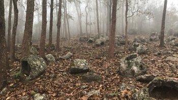 Las tinajas de los muertos están esparcidas a lo largo de varios kilómetros.