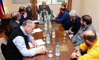 El presidente Tabaré Vázquez, junto a ministros y dirigentes del PIT-CNT