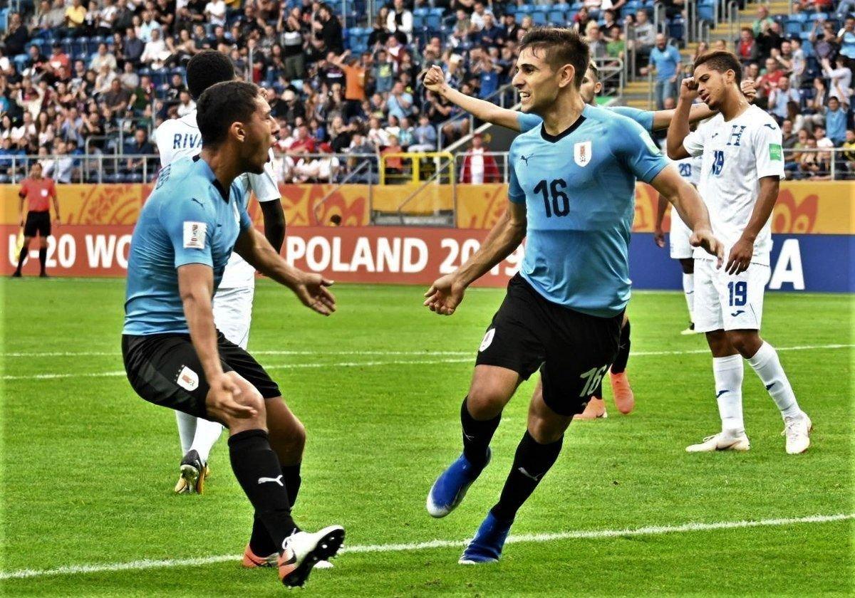 Uruguay pasó a octavos de final con puntuación perfecta
