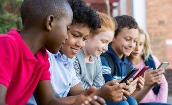 La mayoría de los expertos creen que la educación y la negociación son tan fundamentales como los ajustes técnicos cuando se trata de mantener seguros a tus hijos en internet.