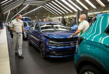 Trabajadores volvieron a sus tareas en la planta de Volkswagen en Navarra, España, el 30 de abril