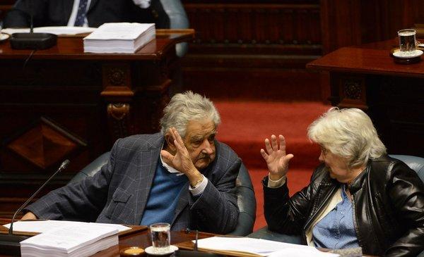 Mujica y Topolansky le bajaron el perfil a denuncia por viajes de Toma