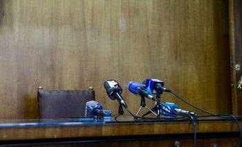 Micrófonos prontos para dar una conferencia