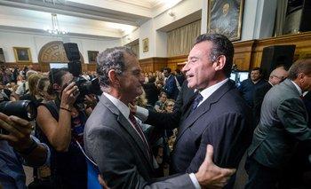 El líder de Cabildo Abierto, Guido Manini Ríos, junto al ministro de Salud Pública, Daniel Salinas