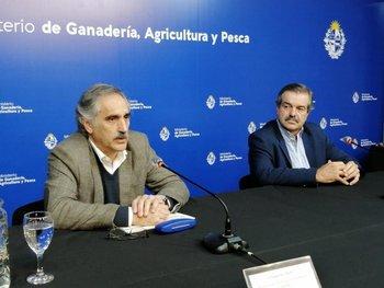 Eduardo Barre junto al ministro, Carlos María Uriarte.