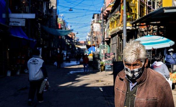 El contagio se dispara en un barrio pobre del corazón de Buenos Aires