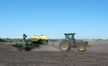 Labores agrícolas en campo de Uruguay.