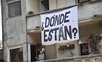 Banderas sobre detenidos desaparecidos durante la dictadura militar.