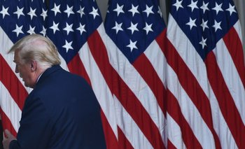 El presidente de Estados Unidos, Donald Trump, se retira de un evento en la Casa Blanca este martes 26