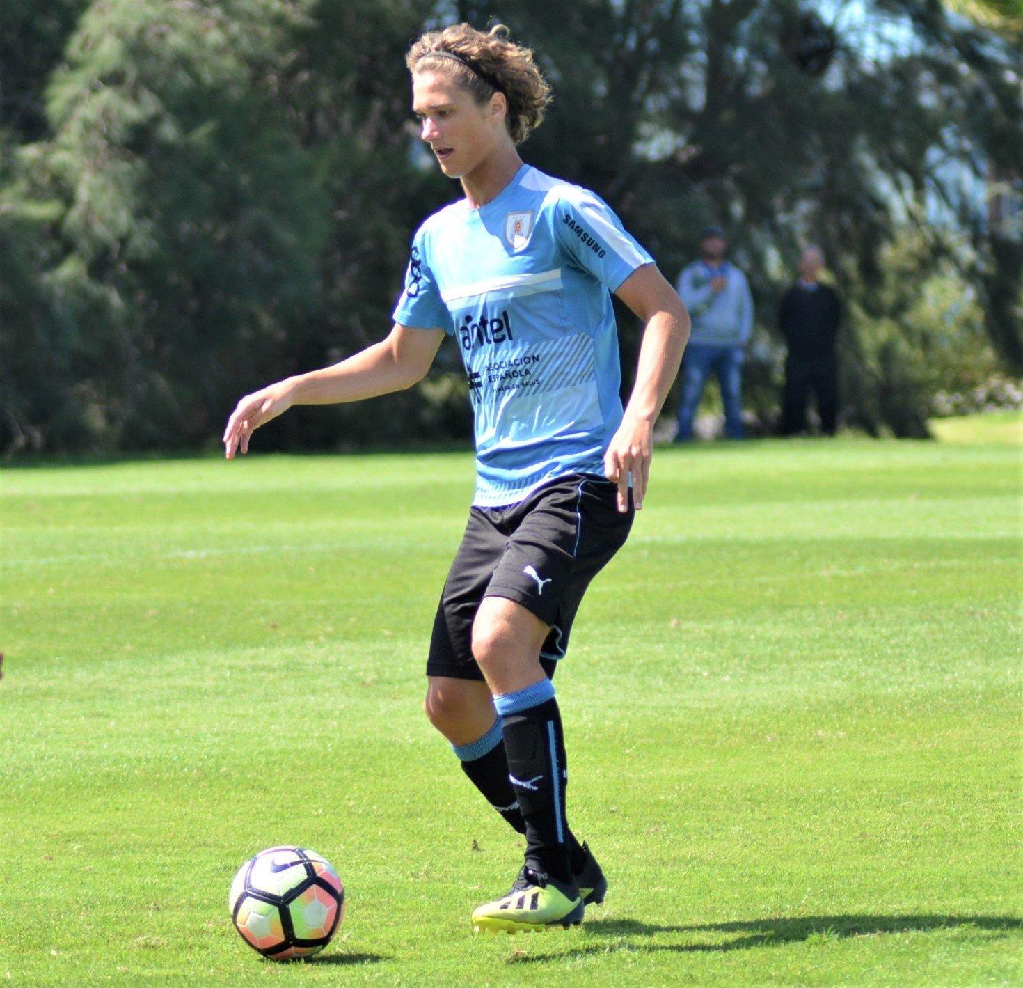 Cabrera, el juvenil uruguayo promesa para la Bundesliga y carta de Schalke 04