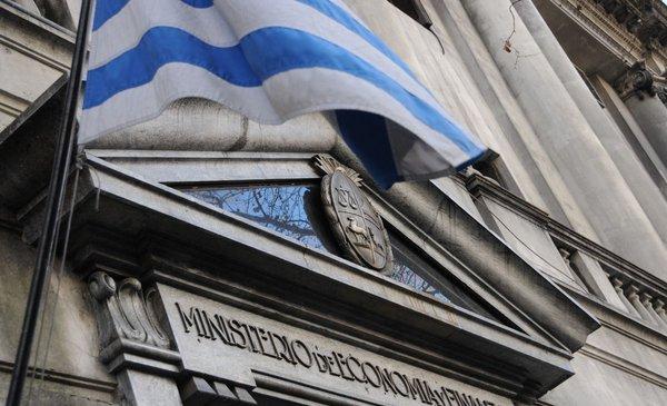 Gobierno analiza beneficios impositivos para turismo interno y apertura de fronteras