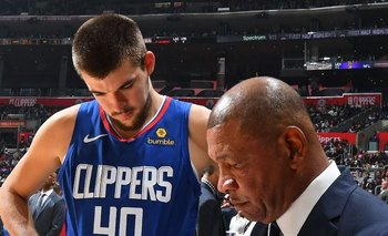 Doc Rivers con Ivica Zubac