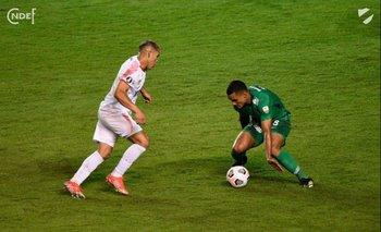 El caño que le tiró Brian Ocampo a Bryan Rovira de Atlético Nacional de Medellín