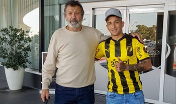 Cristian Olivera llegó desde España y ya se puso la camiseta de Peñarol