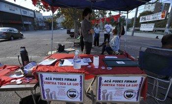El PIT-CNT promovió puntos de recolección de firmas contra la LUC este sábado.