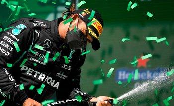 Hamilton celebrando en el podio del Gran Premio de Portugal