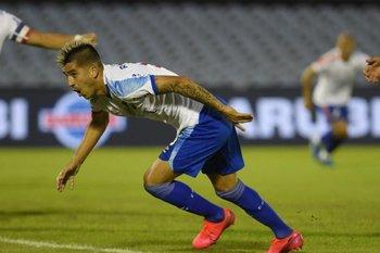 Palomita y gol del argentino