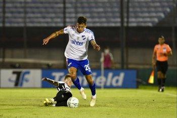 Felipe Carballo supera a Bruno Veglio