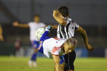 Torres marca, Ocampo vuela