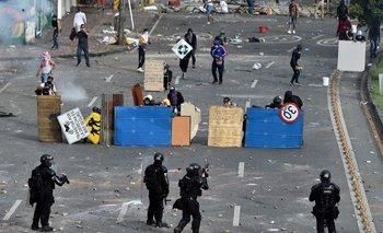 Es el séptimo día de las protestas contra el gobierno en Colombia, y el presidente sacó los militares a la calle