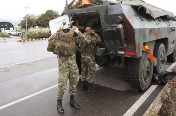 Militares se despliegan para frenar a los manifestantes en Colombia