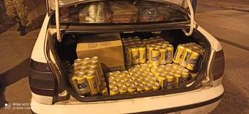 Auto del detenido con productos de contrabando