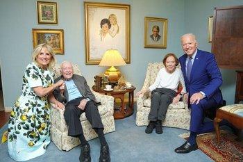 Los Biden visitaron a los Carter en su casa en Georgia.