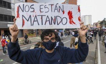 Protestas de un colombiano en las calles de Bogotá.