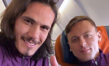 Edinson Cavani y Nemanja Matic en el vuelo a Roma