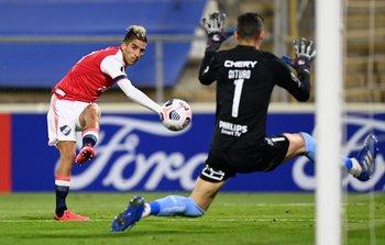 Fernández, golazo para el 1-1