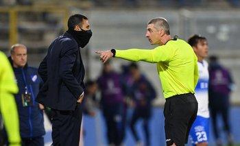 Daronco y Poyet en el partido que se jugó en Chile entre la Católica y Nacional