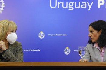 La intendenta de Montevideo, Carolina Cosse, y la ministra de Economía, Azucena Arbeleche, fueron las encargadas de hacer el anuncio junto con el ministro de Transporte, Luis Alberto Heber