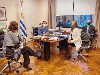 El presidente Lacalle Pou en reunión con la delegación de la Unión de Exportadores.