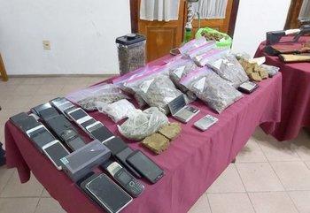 Incautación de sustancias, celulares y armas a la organización criminal