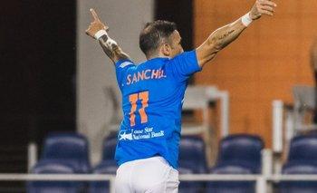 Vicente Sánchez sigue celebrando goles
