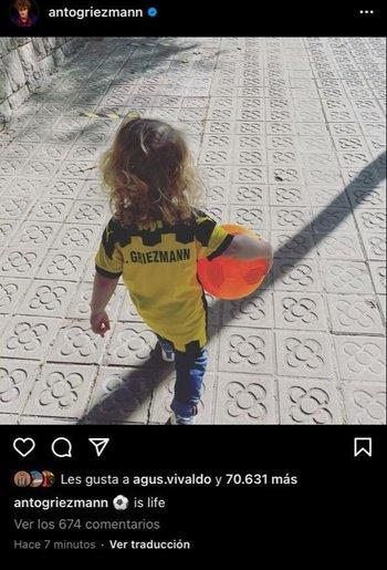 Uno de los hijos de Griezmann ya se paseó con su nueva adquisición, la camiseta de Peñarol