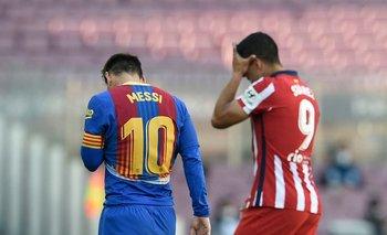 Luis Suárez y Lionel Messi luego del encuentro; un punto que no les sirve de mucho