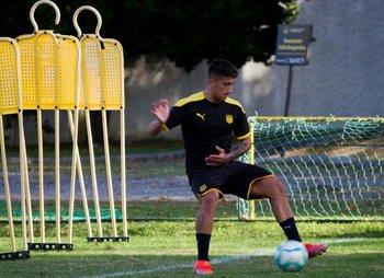 Cristian Olivera ya entrenó con sus compañeros de Peñarol en Los Aromos
